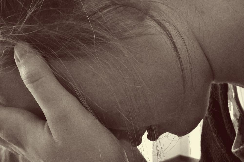 Frau vertraut in Krise auf gGott